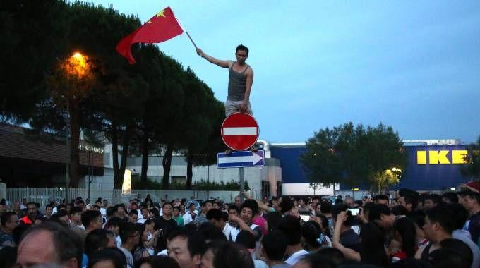 La protesta dei cittadini cinesi a Sesto Fiorentino (Foto Germogli)