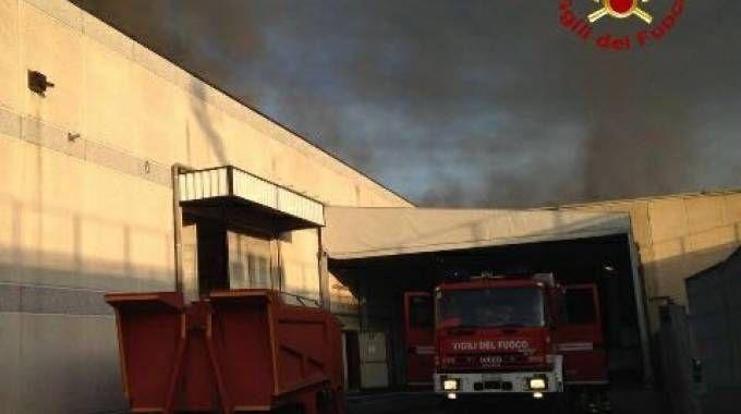 L'incendio alla Giunti (foto Vigili del fuoco)