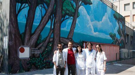 Il muro di fronte al reparto di oncologia di Ravenna prima dell'intervento (Corelli)