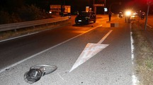 Tragedia a Cervia, 44enne in bici viene investito da un'auto e muore (Zani)