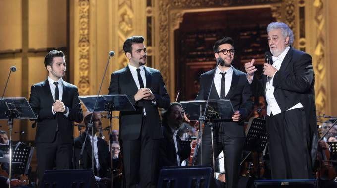Il trio de Il Volo con Placido Domingo sul palco di Santa Croce