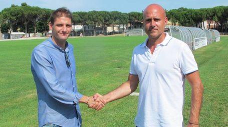 Vecchi amici: l'attaccante Comi (a sinistra) e l'allenatore Sassarini si ritrovano alla Vis dopo i due anni insieme a Seregno