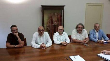 TAVOLO Da sinistra Peppe Vitale, Salvatore Calleri, Nogarin, Mario Giarrusso e Enrico Cantone
