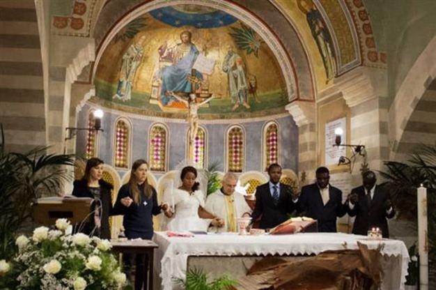 Nigeriano ucciso a Fermo: la promessa di matrimonio di Emmanuel Chidi Namdi e Chimiary (Foto Zeppilli)