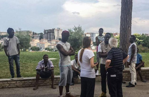 Nigeriano ucciso a Fermo:i profughi nigeriani con Don Vinicio Albanesi (Foto Zeppilli)