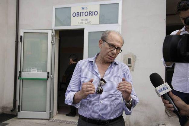 Nigeriano ucciso a Fermo: l'avvocato De Minicis, difensore di Mancini, fuori dall'obitorio dopo l'autopsia (Foto Zeppilli)