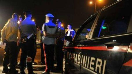 Fermo, ballerina abbandona le figlie in strada: le trovano i carabinieri