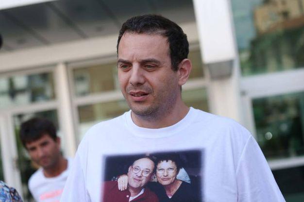 Marco Seramondi, figlio Francesco e Giovanna, all'uscita dal tribunale dopo la condanna all'ergastolo per gli assassini dei suoi genitori