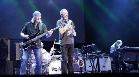 I Deep Purple si esibiscono sul palco davanti a 7mila persone (foto Zeppilli)