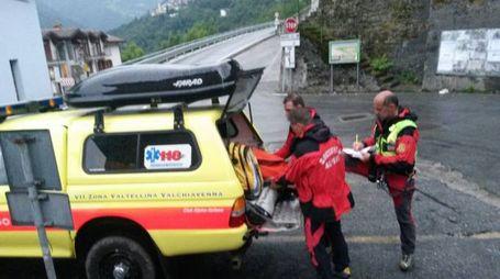Gli alpinisti sono stati raggiunti dai tecnici del Cnsas e recuperati con il palo pescante