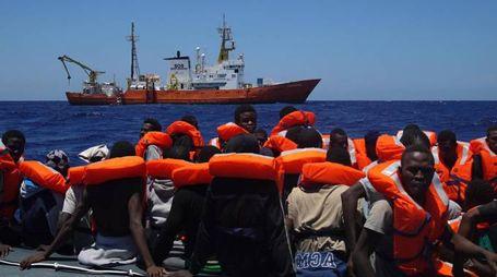 Migranti, gli sbarchi non si fermano (Ansa)