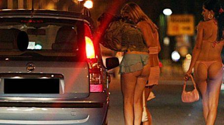 Un poliziotto fermano arrestato perché faceva pressioni a prostitute e clienti