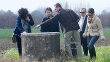 IL POZZO Gli inquirenti mentre effettuano un sopralluogo sul pozzo in cui fu ritrovata Yanexy Gonzales Guevara