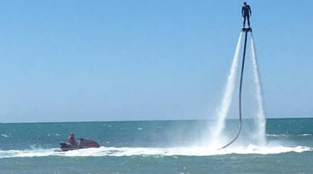 Nel mare apuane prove di salvataggio e giochi