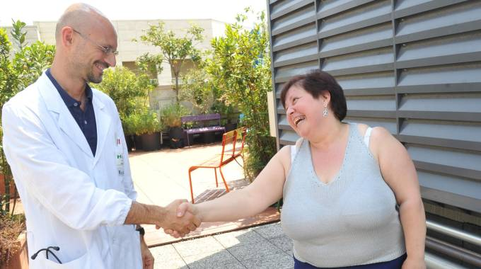 Il dottor Giulio Cerea con la paziente Rosina Grasso