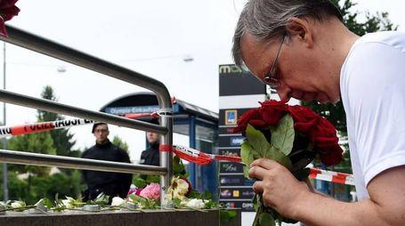 Attentato Monaco, un uomo piange sul luogo della strage (AFP)