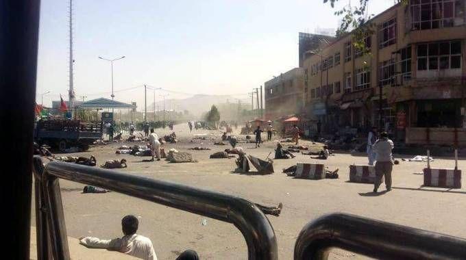 Attentato a Kabul, corpi a terra