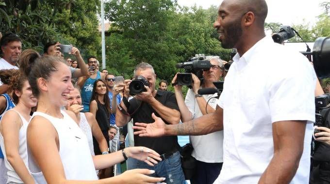 Reggio Emilia, Kobe Bryant fa commuovere la giovane Alessia (Artioli)