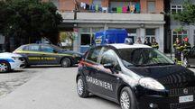 Carabinieri davanti all'Hotel House