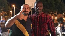 Amedeo Mancini  col calciatore senegalese della Fermana Sene Papa Moustapha