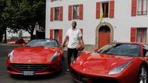 Kobe Bryant con due Ferrari