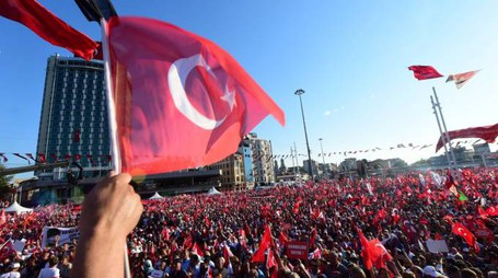 Turchia, la manifestazione a piazza Taksim (LaPresse)