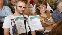 I comitati contrari durante in consiglio comunale di presentazione dell'opera (fotoSchicchi)