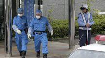 Polizia giapponese nella struttura per disabili, luogo della strage (Ansa)