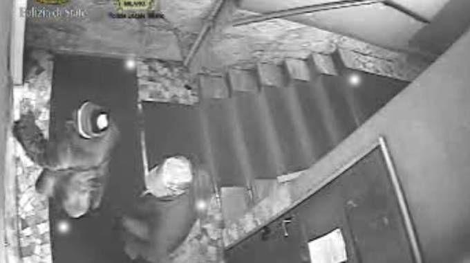 Truffa agli anziani, frame video polizia