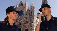 Il personale in divisa effettua controlli a piedi e, da tempo, auto stazionano davanti alla Cattedrale e al Comune