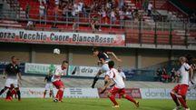 Un colpo di testa del bianconero Djuric (foto Frasca)