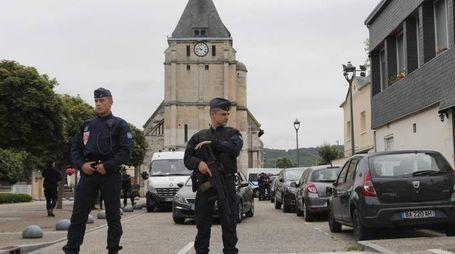 Polizia a Saint-Étienne-du-Rouvray (Ansa)