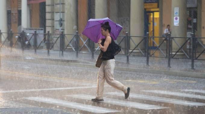 Un temporale in via Irnerio (Foto d'archivio)