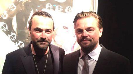 Gualtiero Vanelli con Leonardo Di Caprio a Saint Tropez e con l'orso di marmo battuto all'asta per 580mila euro