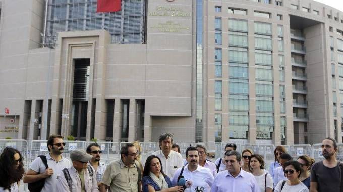 Giornalisti arrestati e media chiusi (Ansa)