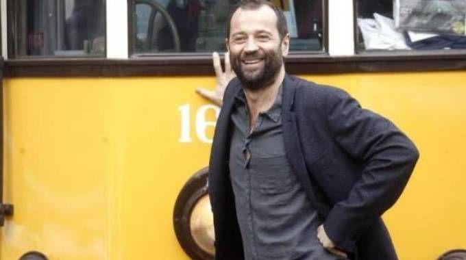 Sarà Fabio Volo a presentare il concerto-ricordo di Luciano Pavarotti
