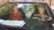Maurizio e Maria Cesaroni nella loro Ford Mondeo (Foto Petrelli)