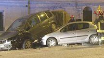 Ancona, auto sbanda e colpisce altre vetture
