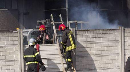 Incendio all'azienda rifiuti