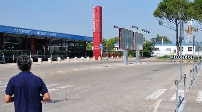 L'aeroporto Ridolfi ancora chiuso (Fantini)