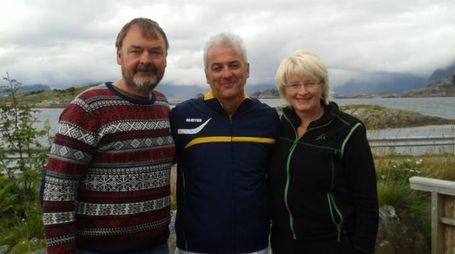 Rolf Malnes, il nuotatore Alberto Guerrini  e Hanne Lykkja in Norvegia