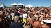 Cervia, lo sbarco degli autori tra oltre 2mila persone (Foto Zani)
