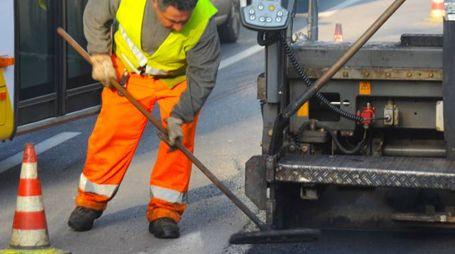 Lavori di asfaltatura (De Pascale)
