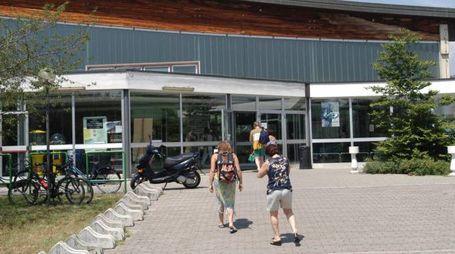 L'ingresso del centro sportivo di via Papa Giovanni XXIII