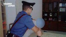 I carabinieri di Ceparana nascosti nel salotto della vittima