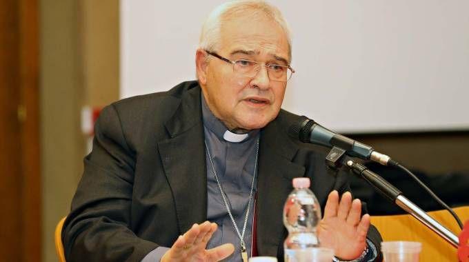 INTELLETTUALE L'arcivescovo di Ferrara e Comacchio monsignor Luigi Negri