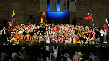 I gruppi sul palco (foto Calavita)