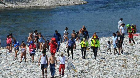 I soccorsi sul Ticino dopo il salvataggio del ragazzino