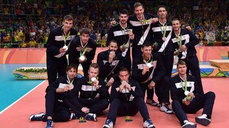 Gli azzurri con la medaglia d'argento