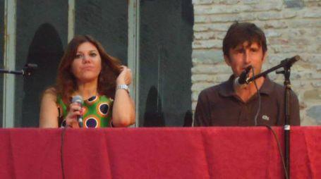 Da sinistra la scrittrice Gabriella Genisi e il direttore del festival Paolo Mirti